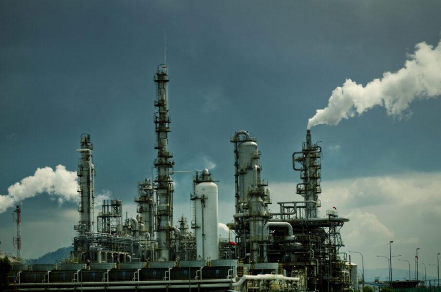 Obra de refinería debe de ser por licitación